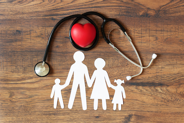 White,Paper,Cut,Of,Family,,Stethoscope,And,Heart,On,Wooden